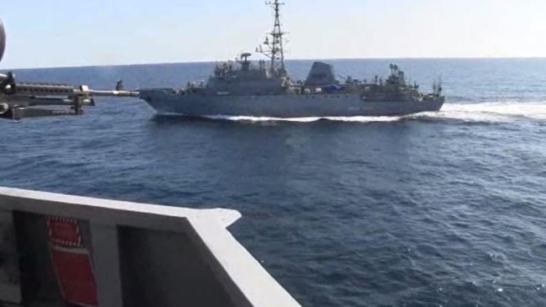 连续五次紧急鸣笛示警……美俄军舰中东擦枪走火?