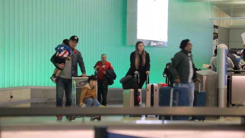 严阵以待!加州两大机场加强武汉来客筛查
