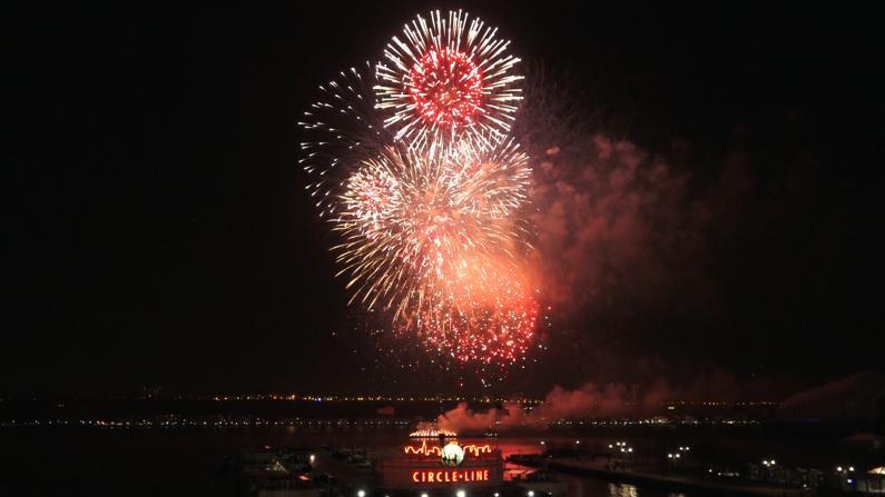 鼠年新春焰火绽放哈德逊河