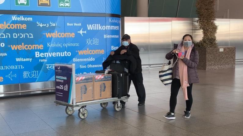 【探访】纽约JFK中国来美乘客:并没有很严格