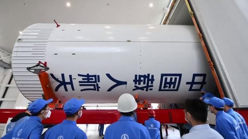 中国长征五号B火箭完成全箭总装 计划上半年发射