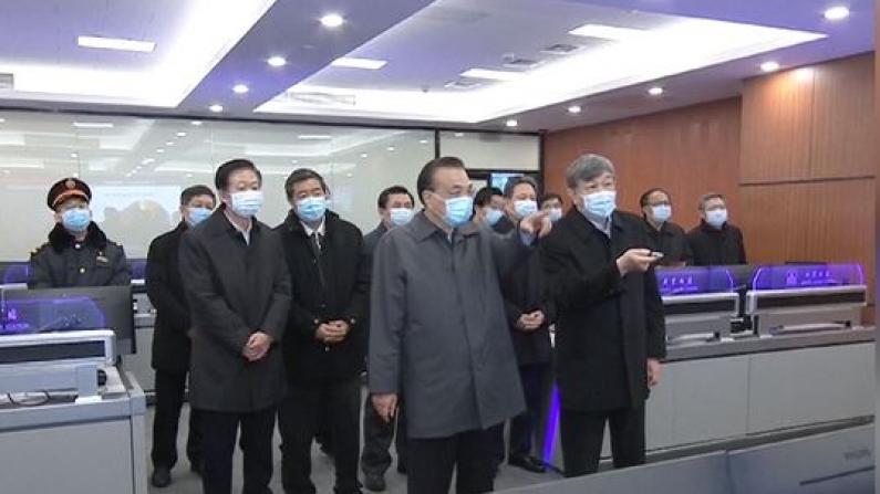李克强赴北京西站考察错峰返程和疫情防控