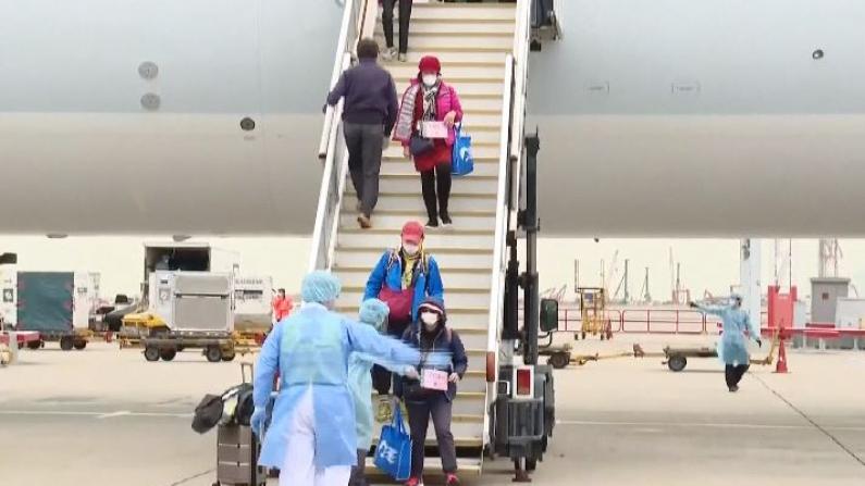 106位钻石公主号上香港居民包机回港