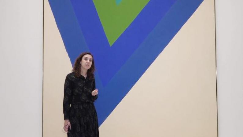 """一个V字图形就成镇馆之宝? 纽约古根海姆展览""""丰厚色彩"""""""