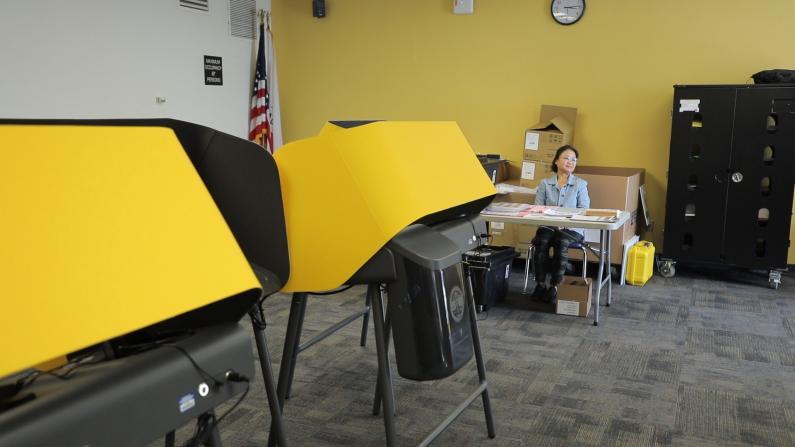 """全新规则全新投票机 洛杉矶1千投票点迎""""超级星期二"""""""