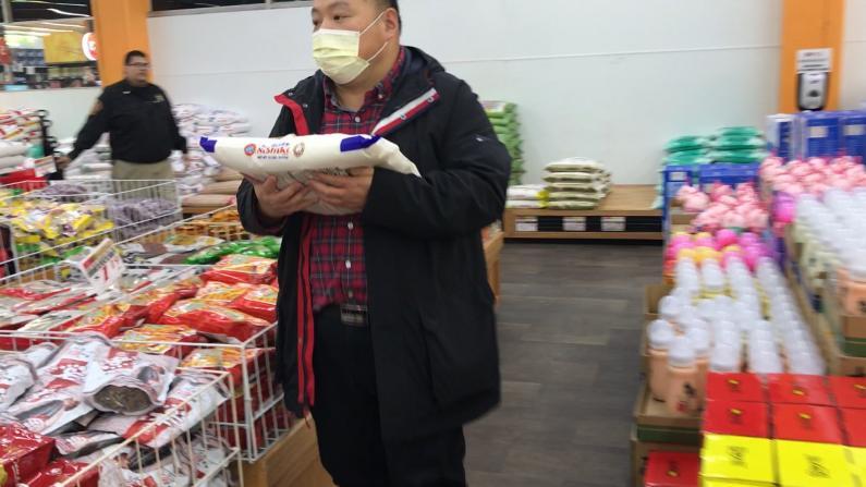 担心疫情爆发 南加华人囤积生活用品