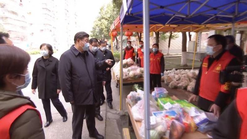 习近平深入武汉社区,看望居民和工作人员