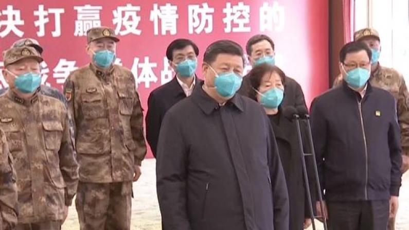 习近平考察火神山医院 慰问武汉社区居民