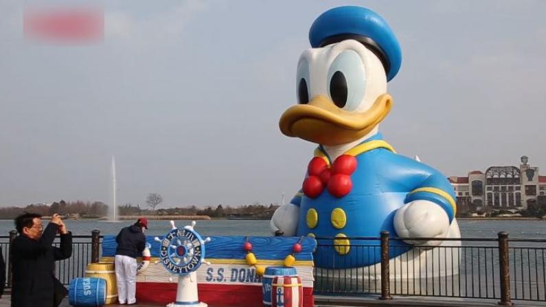 上海迪士尼小镇重开 游客全程佩戴口罩购物热情高