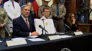 """德州宣布进入紧急状态 启动首个""""免下车""""检测中心"""