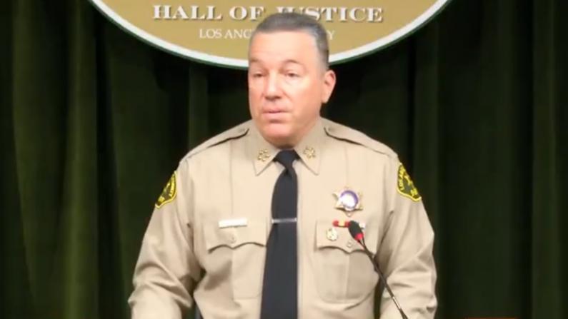 """加州人枪店大排长队? 洛杉矶郡警长:""""不要囤武器"""""""