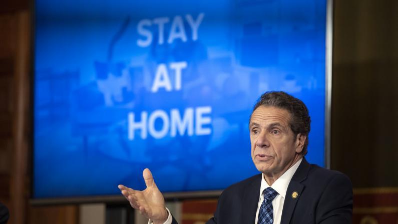 胞弟确诊 曾与母同住 纽约州长:别让你的愚蠢害了家人