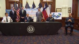 """德州州长:97.6%的病床可用 全州实施""""居家令""""至4月底"""