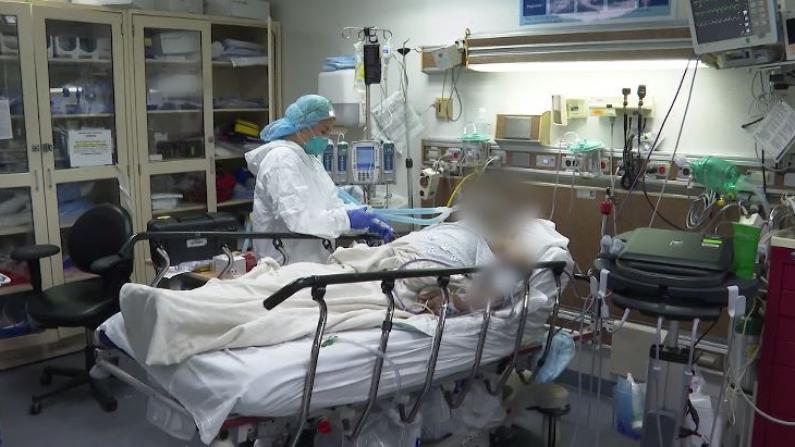探访纽约市医院:危重警报响不停 患者一个接一个去世
