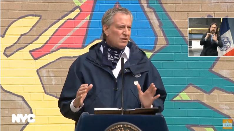 """纽约市首现呼吸机需求下降 但说""""拐点已到""""为时过早"""