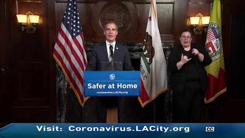 """洛杉矶:全城""""变蓝"""",""""移动检测队""""成立,蕾哈娜……"""