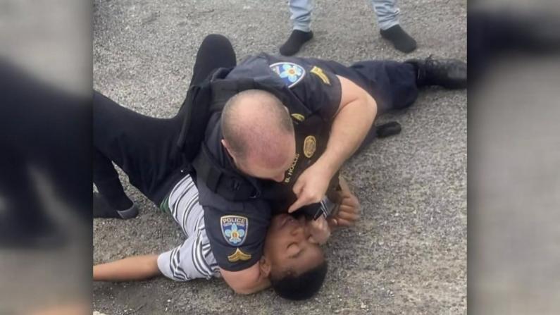 """路易斯安那警方""""锁喉""""13岁非裔少年 执法再引公愤"""