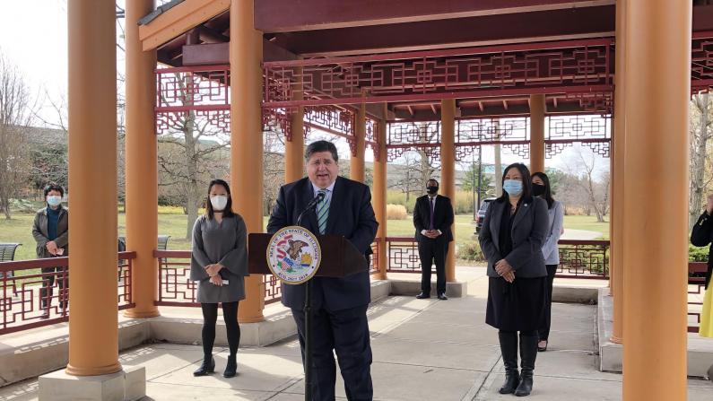 伊州长访中国城 官员:在课程中加入亚裔史