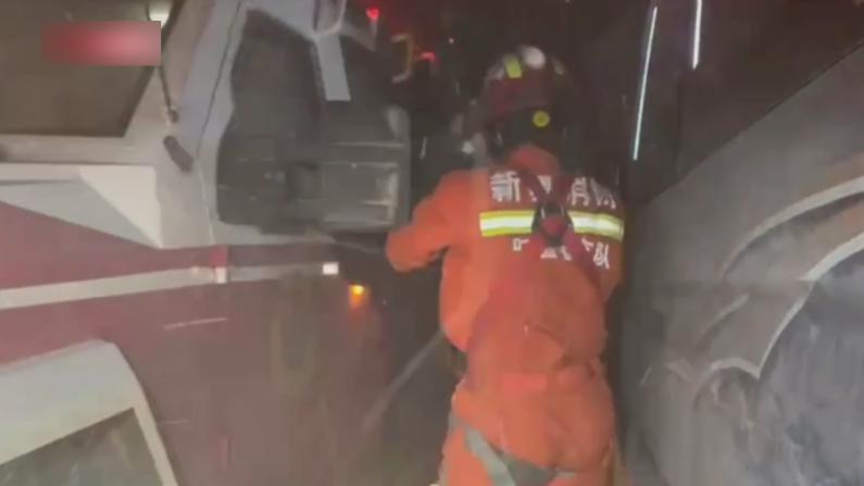 吐鲁番突刮11级大风 车辆损毁多人被困 游客:很恐怖