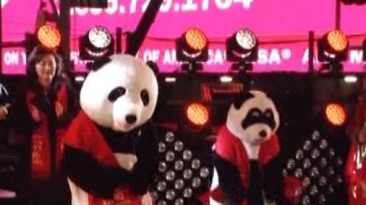 可爱熊猫大跳现代舞 中国元素拉开跨年帷幕