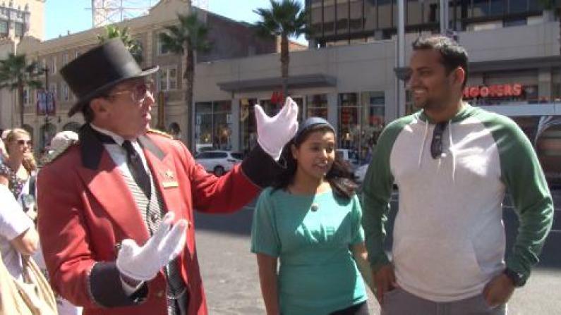 一百多种语言问候世界游客 好莱坞星光大道上的迎宾员