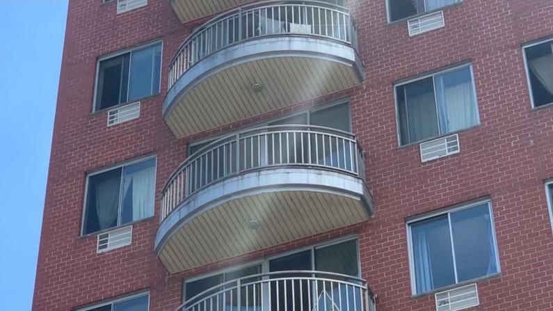 意外推开纱窗 两岁男童坠下六楼