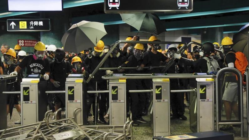 """""""香港之耻""""、""""暴徒"""" 香港市民痛批激进示威者"""
