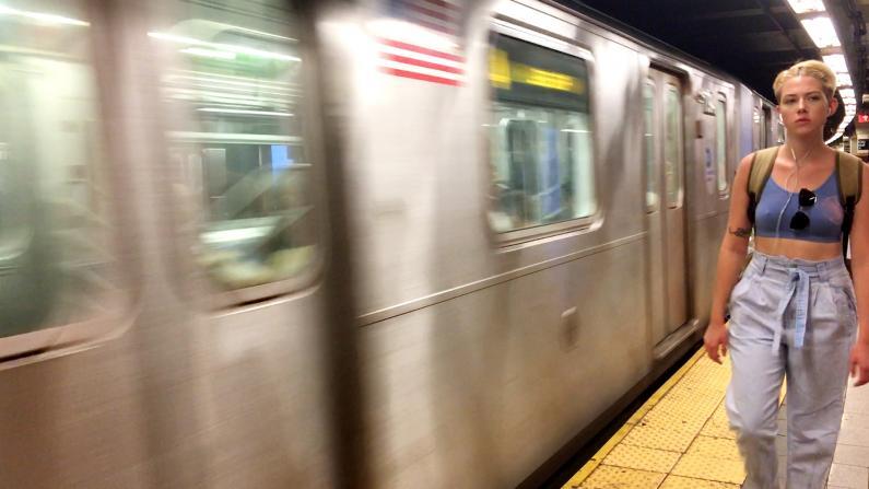 纽约地铁准点率创新高 游民问题引关注