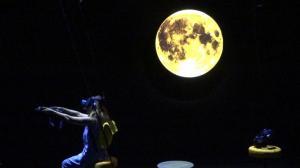 月球里面究竟有什么?VR艺术家带你登月