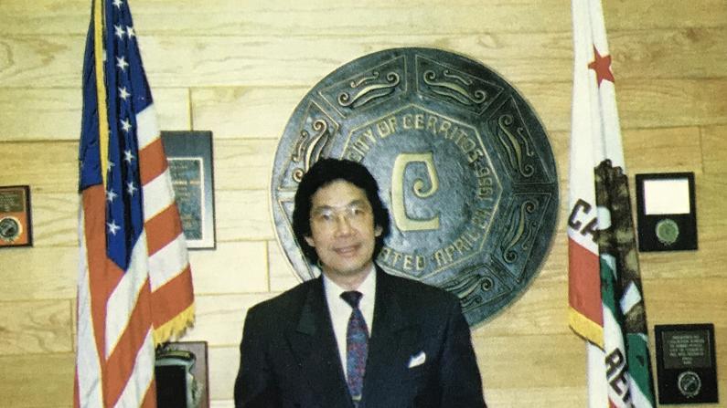 美国首位华裔市长的退休生活 打算再战政坛?