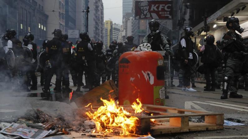 破坏地铁,阻碍道路,暴徒6日非法集结再乱香港