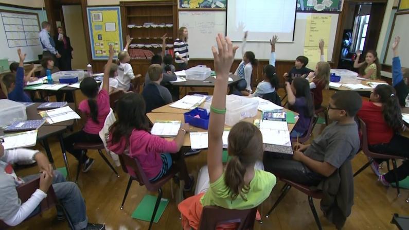 """芝加哥公校老师持续大罢工 """"班上30个学生,太多了"""""""