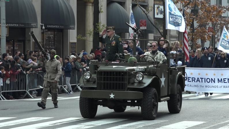 纪念老兵节 他们穿上100年前的军装