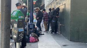 【实录】在旧金山流浪汉聚集的街头穿行 我看到了...