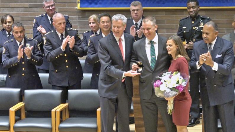 纽约市警新局长就任 从警28年 上任目标是...