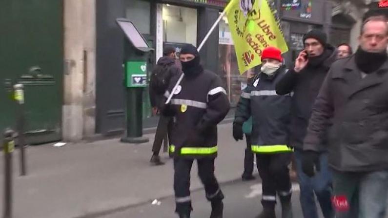 交通瘫痪 学校停课 法国人为这件事掀起新一轮罢工