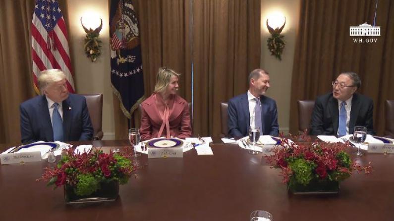 【实录】川普白宫会见联合国使节 张军一句话逗笑全场