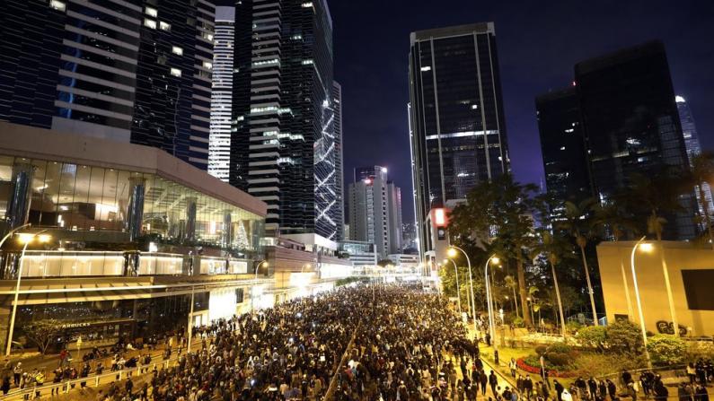 民阵称8日游行约80万人,但港警却这么说