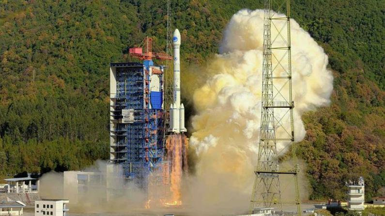 """中国再发""""一箭双星"""" 完成北斗三号全球系统部署"""