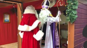 欧洲最老集市现纽约 竟有两版圣诞老人