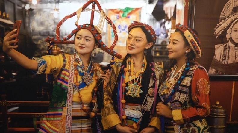 北美藏族同乡会纽约办图片展 百余照片展现西藏发展成就
