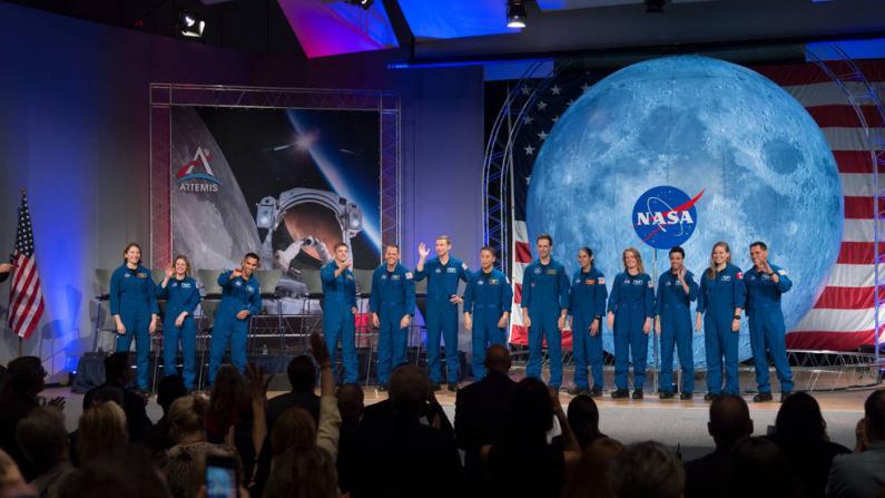 首位登月女性!美国新登月计划首批受训太空人毕业