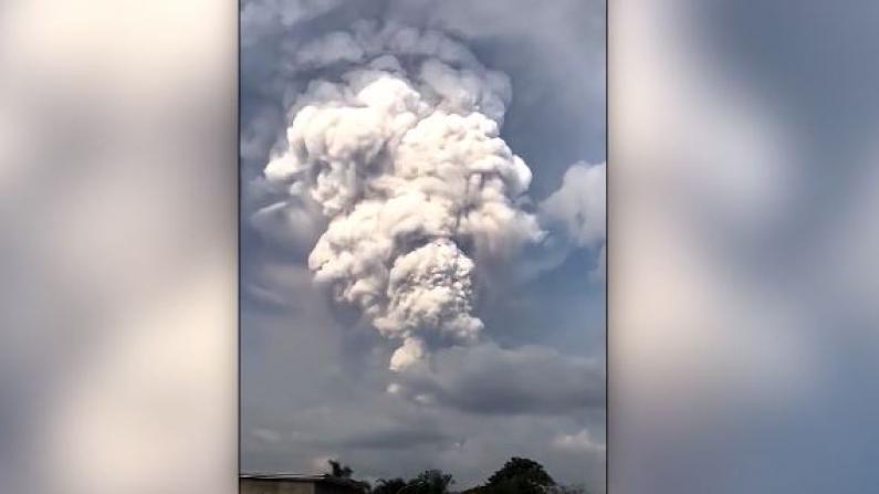 菲律宾塔尔火山爆发 火山灰直冲九天云霄