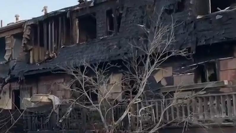 纽约史丹顿岛5级大火烧毁7户民居 200消防员紧急扑救