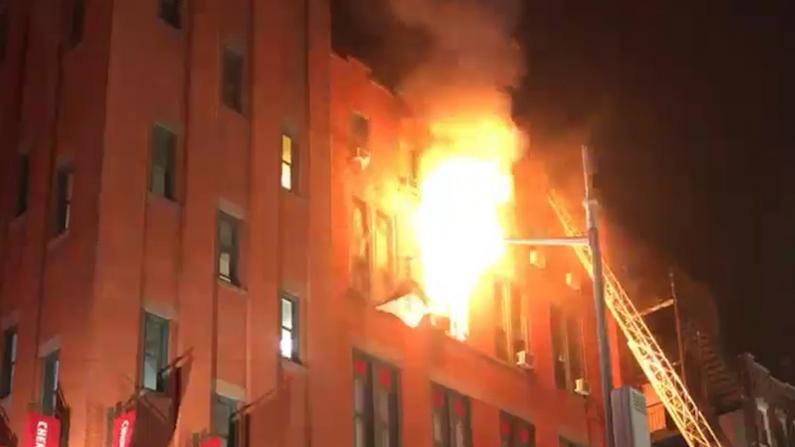 纽约华埠爆3级大火致1人受伤
