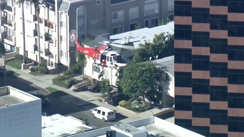 300多名消防员出动 洛杉矶市区25层高楼失火