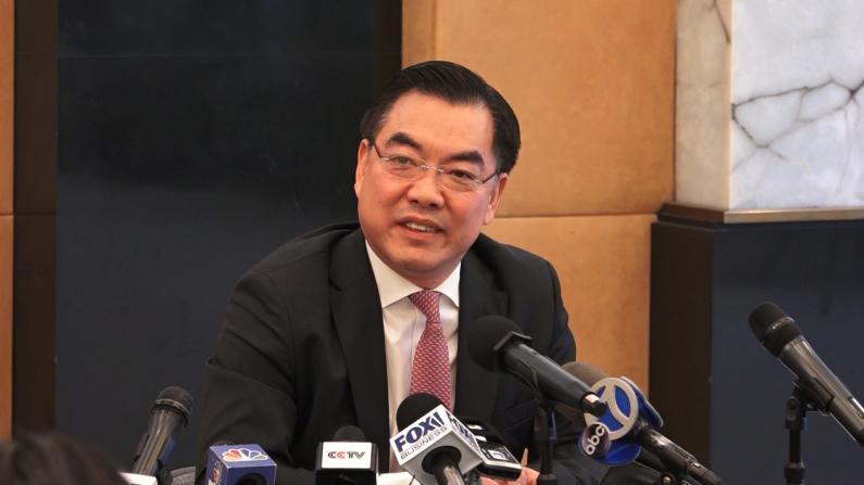 """中国驻纽约总领事黄屏回应""""华人戴口罩被歧视"""""""