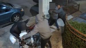 纽约布鲁克林外卖郎深夜遭劫 四人暴打刺伤受害者