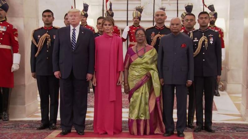 川普夫妇应邀参加印度国宴 梅拉尼娅着时装赚足眼球