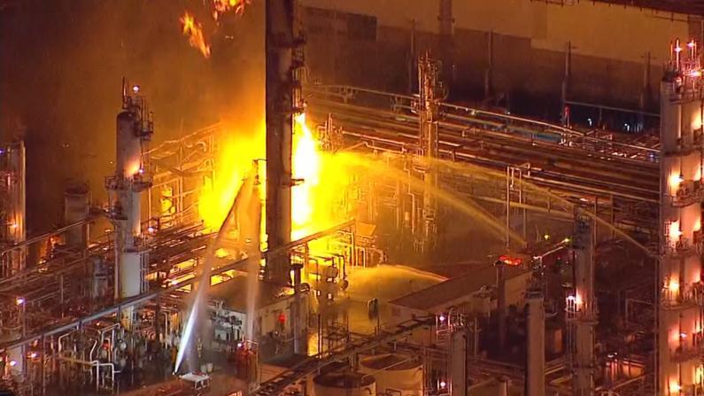 南加炼油厂爆炸 数英里外可见浓烟